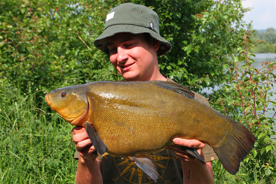 Specimen Angler Darran Goulder Catches Double Figure Tench using Fortis Bucket Hat
